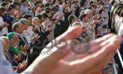 اگر اتصال نماز جماعت مردان از طریق زنان باشد فتوا چیست؟