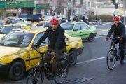شهردار محیط زیستی با دوچرخه به دفترش رفت