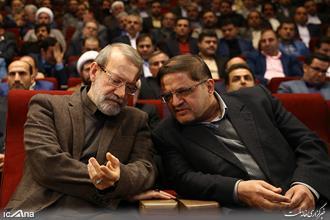 برخورد زشت و درگیری و بازداشت پدر شهید قبل از سخنرانی علی لاریجانی!