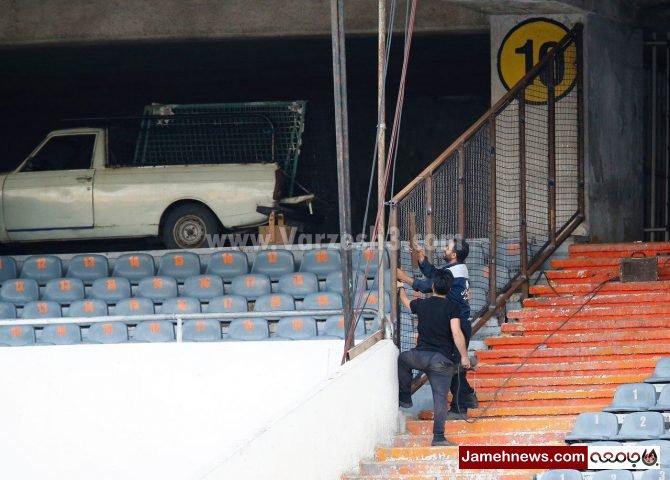 عکس| جایگان زنان در ورزشگاه آزادی در محاصره حفاظ های آهنی