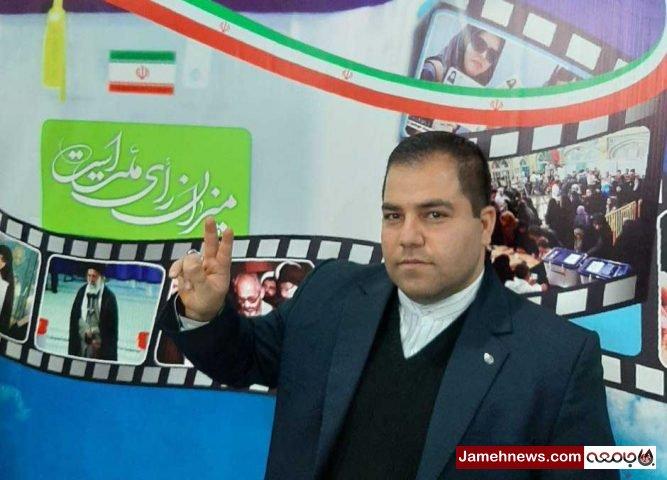 ثبت نام یک جوان تهرانی در انتخابات مجلس یازدهم