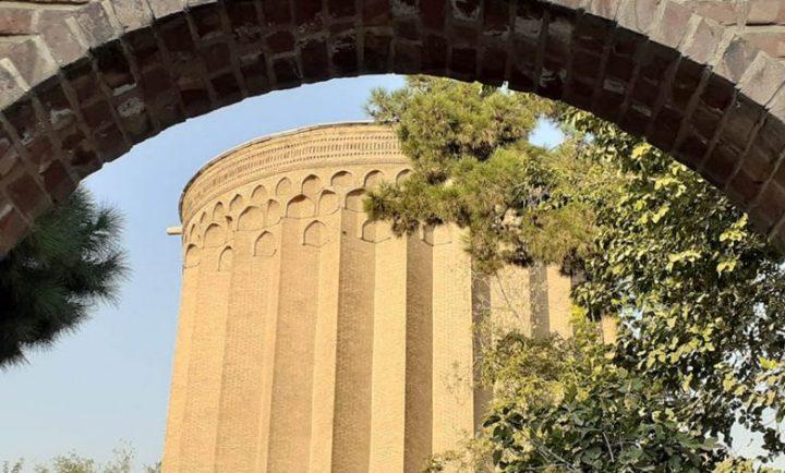 بی تعهدی فرماندار و شورای شهر  برج «طغرل» کج شد