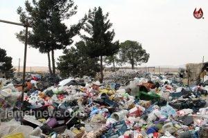 عکس  خبرنگاران در محاصره مافیای پلاستیک در کهریزک