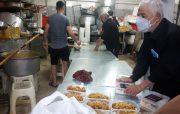 توزیع غذای نذری خبرنگاران در ظهر تاسوعای حسینی