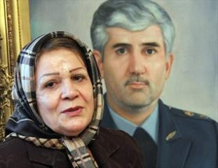 عاشقانههای حمیده و منصور / ماجرای خواستگاری شهید ستاری از همسرش