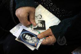 عکس  تجلیل رئیس سازمان مدیریت و برنامه ریزی استان تهران از 2 مادر شهید