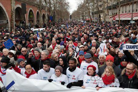 """لشگرکشی سیاسی در فرانسه/ """"شال قرمزها"""" مقابل """"جليقه زردها"""""""