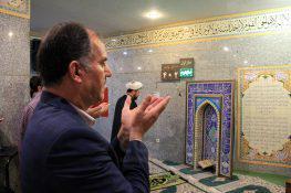 عکس  نماز جماعت در مترو تهران