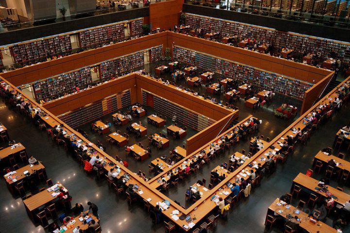 ژاپنی ها در سال گذشته ۶۹۱ میلیون کتاب خواندند/کدام کشورها بهتر کتاب می خوانند