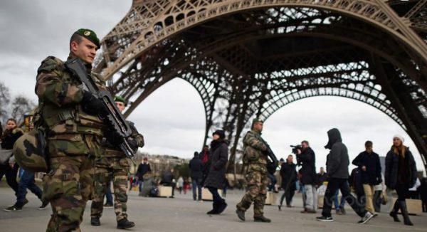 """پاریس تحت کنترل زرهپوش های نظامی درآمد/ کشته شدن ۴ """"جلیقه زرد"""" تا کنون"""
