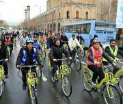 عکس| دوچرخه سواری ازمیدان امام حسین(ع) تاپارک شهر با شهردار